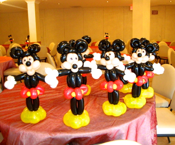 mickey balloon twist
