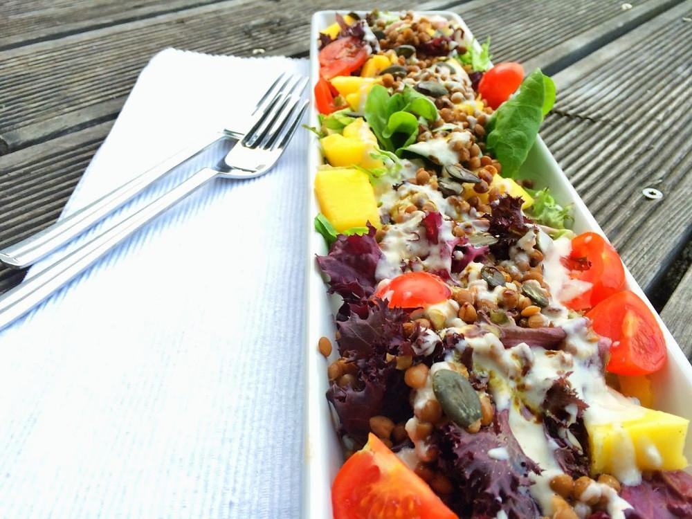Grüner Salat mit Linsen