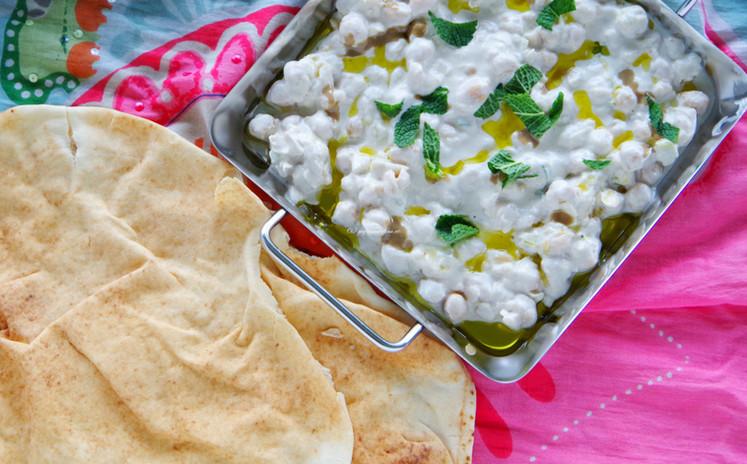 Kichererbsen in Joghurt-Tahin Sauce