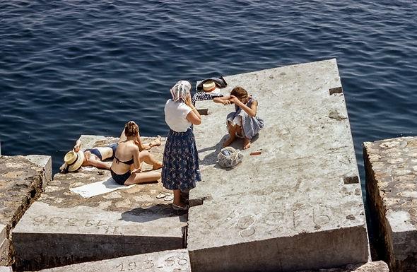 Espaço sideral e as mulheres nas calhas da calçada