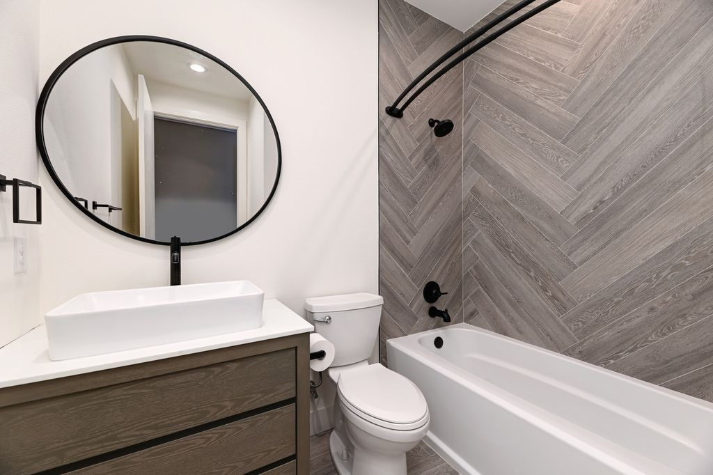 Austin Bathroom.jpg