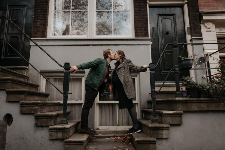 Pregnancy photoshoot in Amsterdam | framedbyemily.com