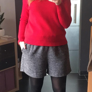 Pull rouge - Short gris