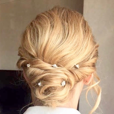 Loose chignon with sparkly pins #blondeh