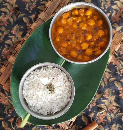 Curry de grão de bico vegano com arroz