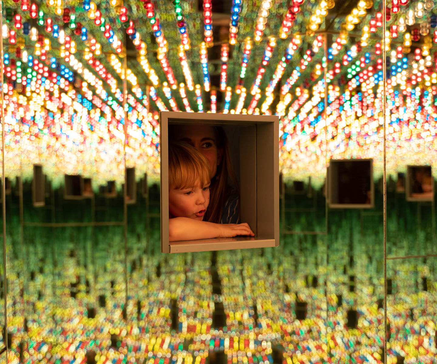 Infinity Mirrored Room—Love Forever (1966/1994)
