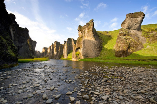 Fjadrarglufur-Iceland-Istock (3).jpg