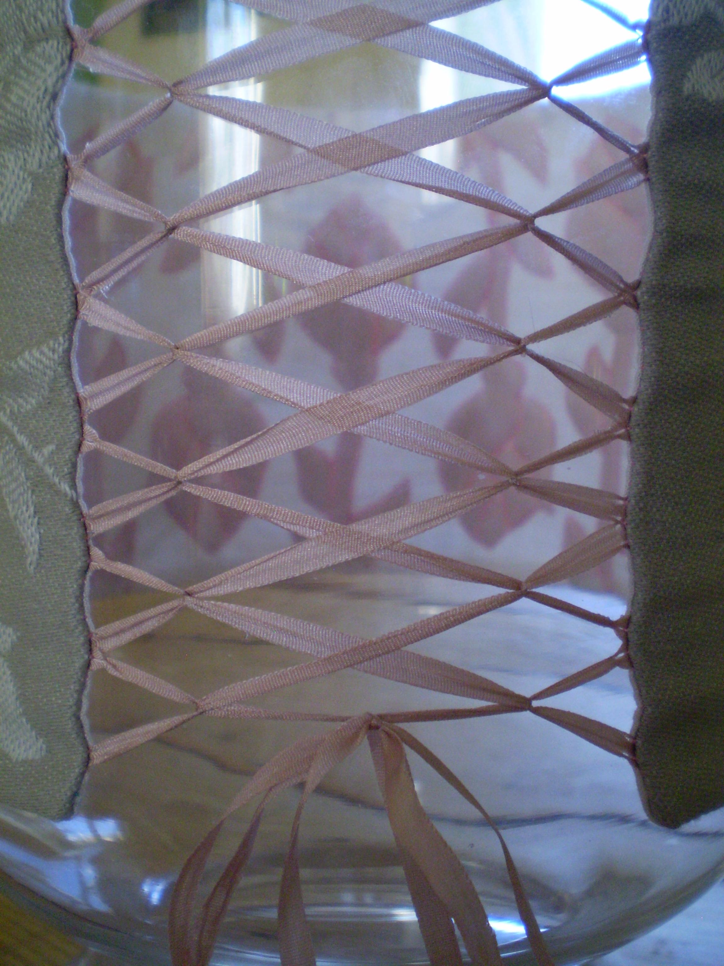 Vase corseté en boutis de soie