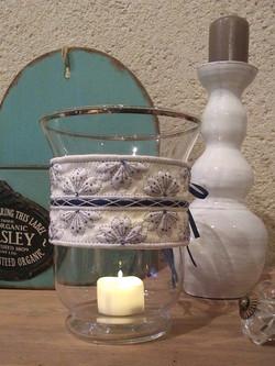 Décor de vase en boutis soie Fave D
