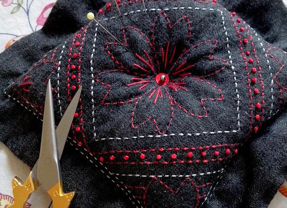 Fiche créative pique-aiguilles SENDAÏ brodé, option kit