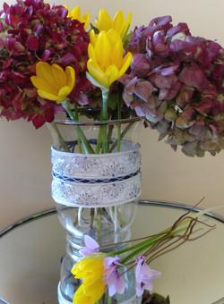 Décor de vase en boutis de soie Fave