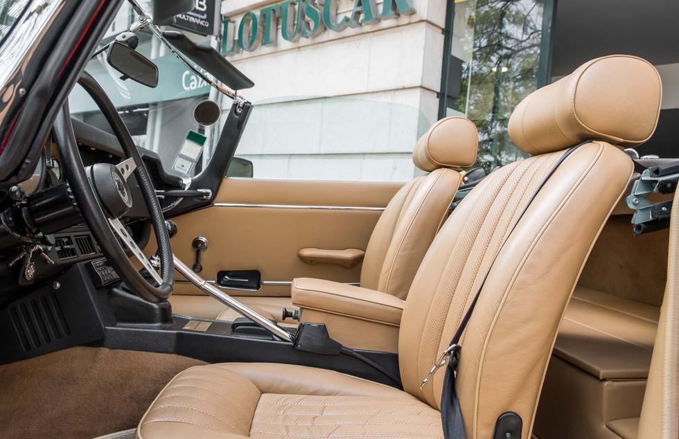 Jaguar E-Type V12 Cabrio Stand-21.jpg