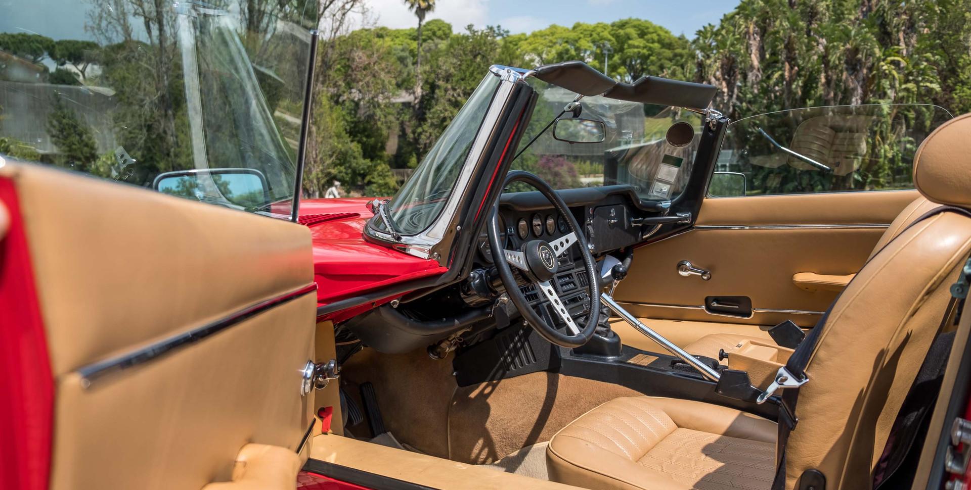 Jaguar E-Type V12 Cabrio Jardim-3.jpg