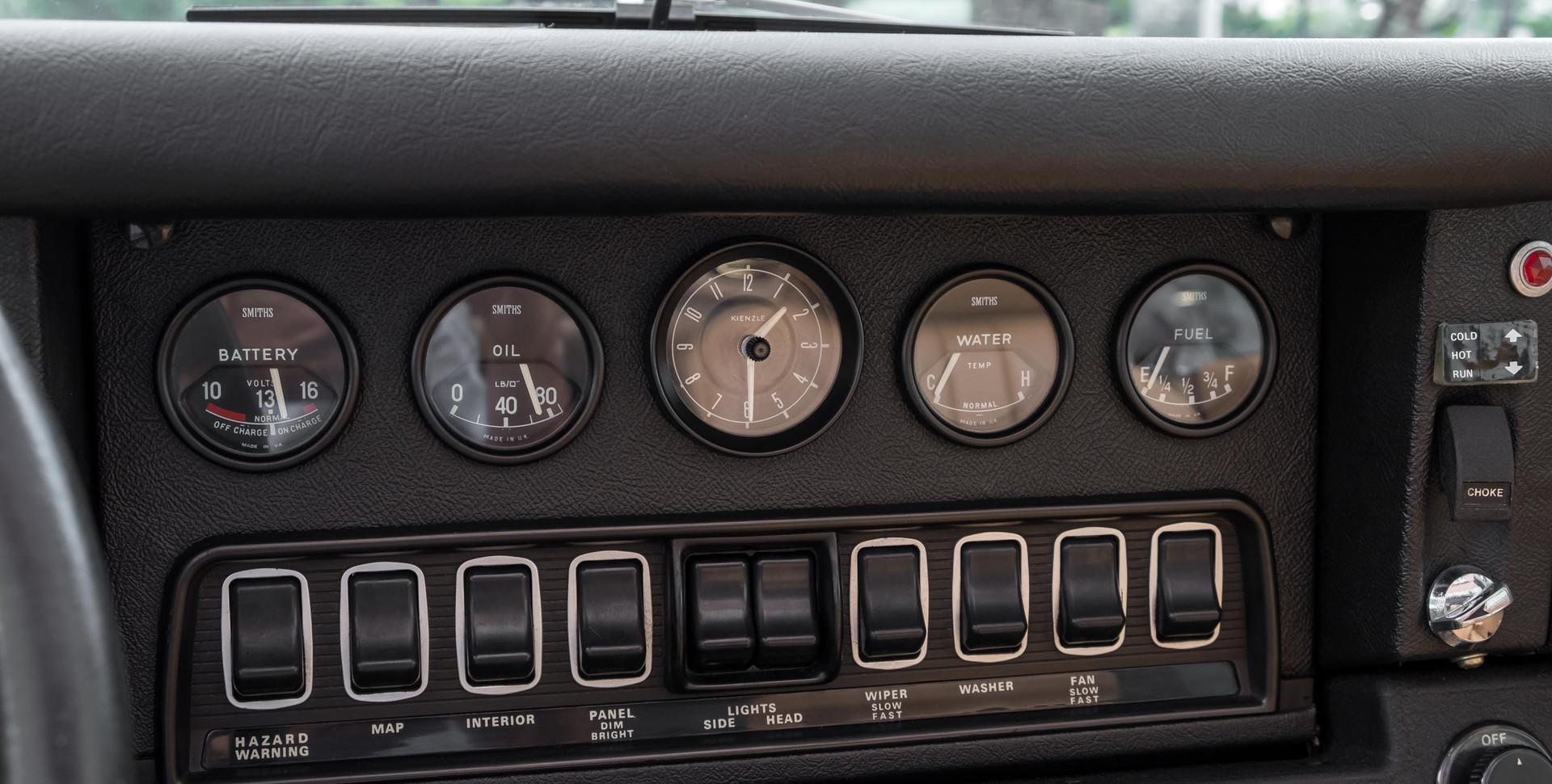 Jaguar E-Type V12 Cabrio Stand-7.jpg