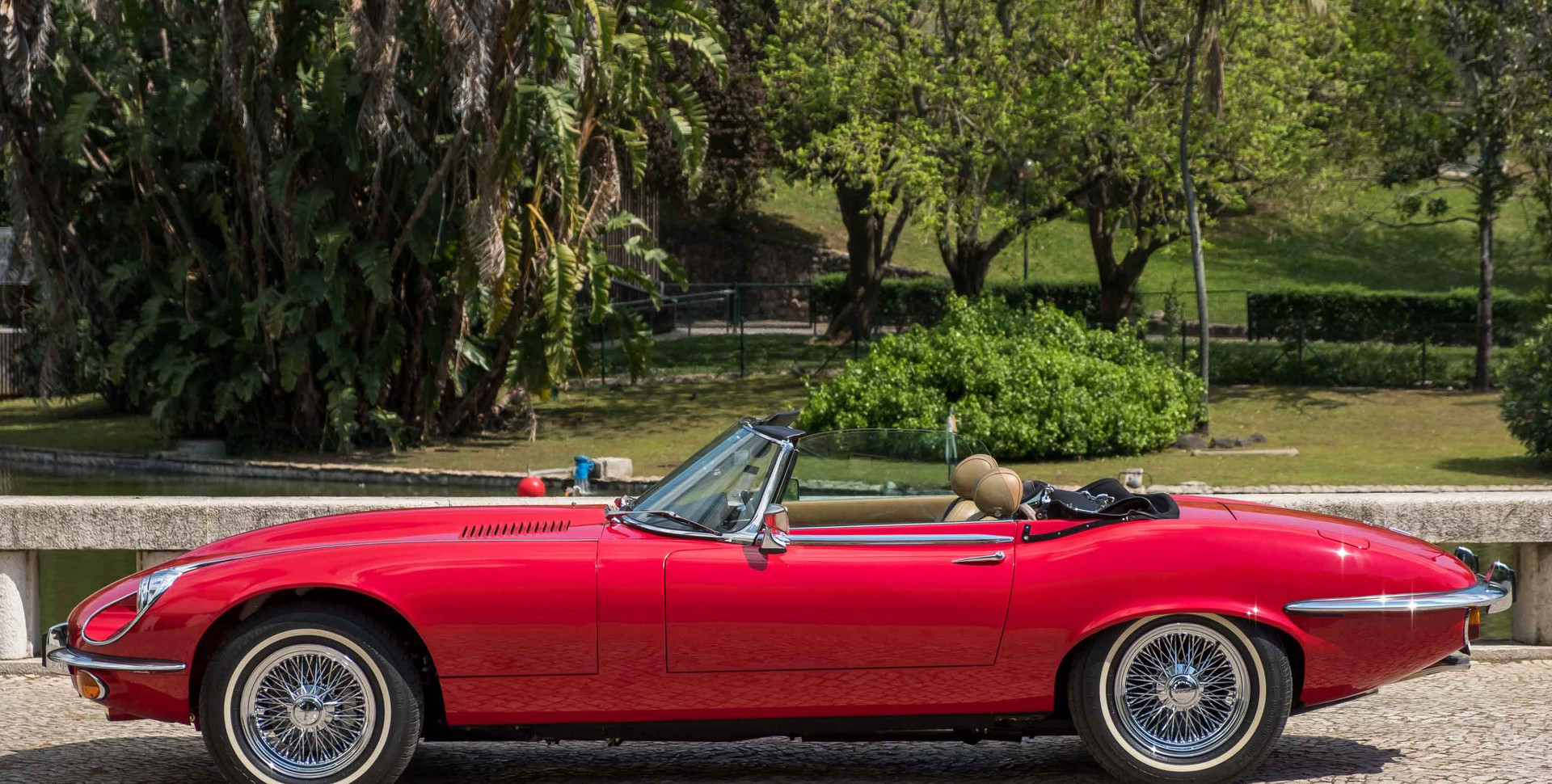 Jaguar E-Type V12 Cabrio Jardim.jpg