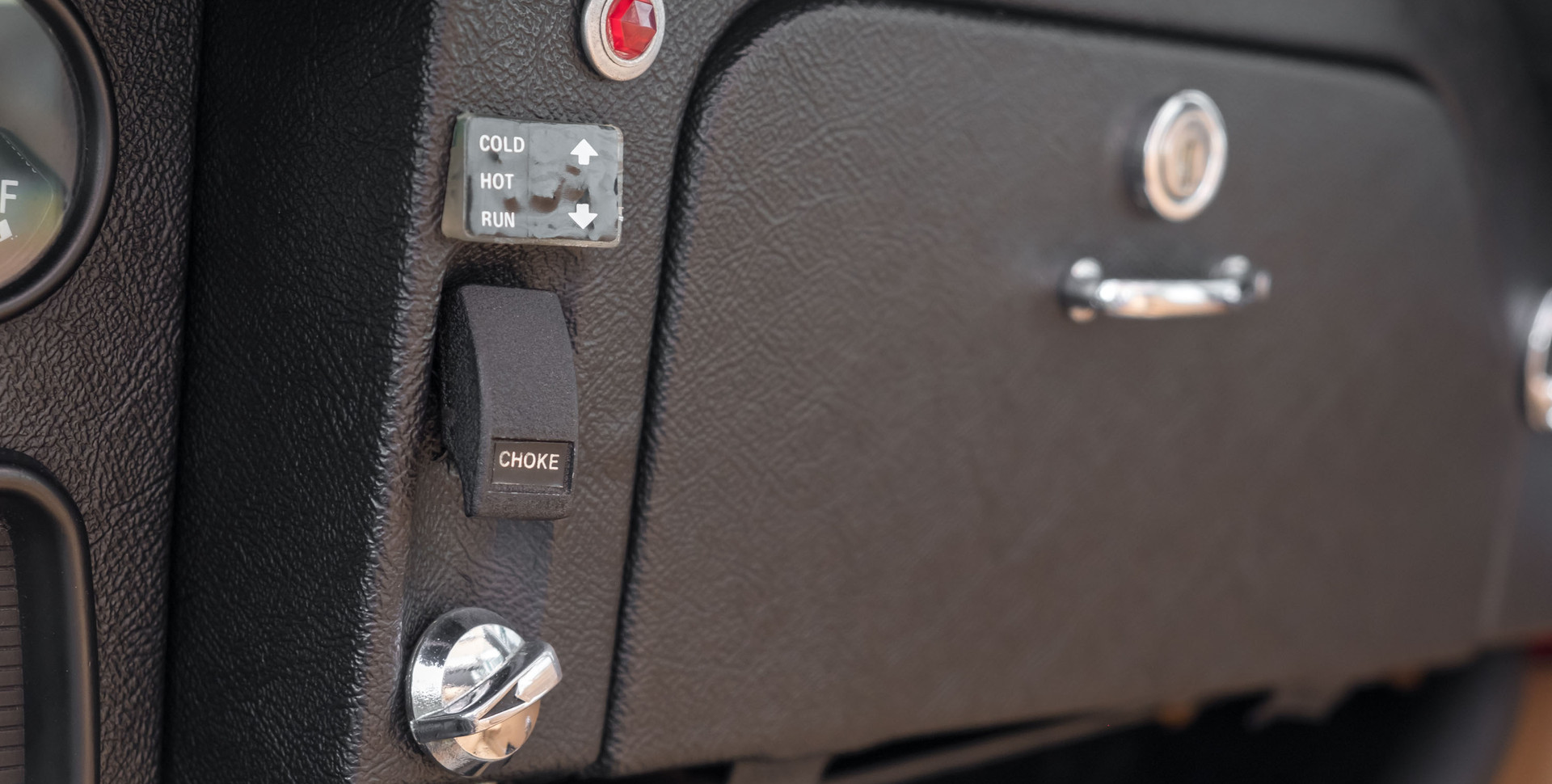 Jaguar E-Type V12 Cabrio Stand-8.jpg