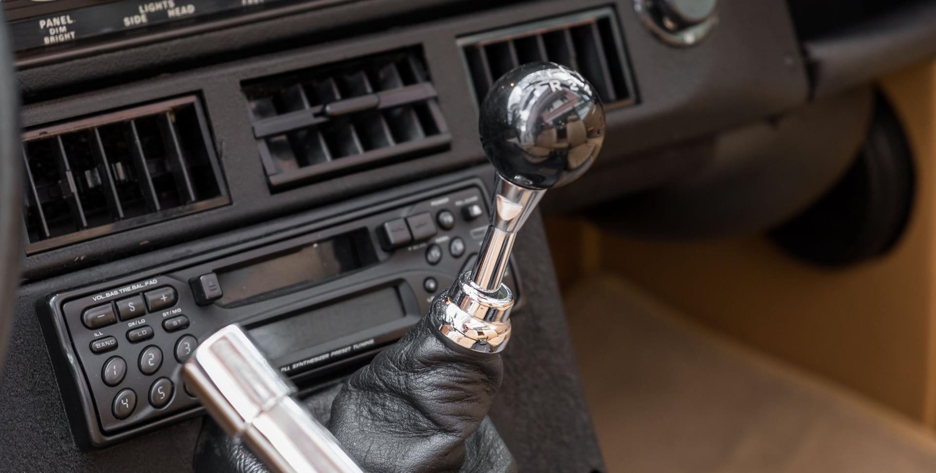 Jaguar E-Type V12 Cabrio Stand-2.jpg