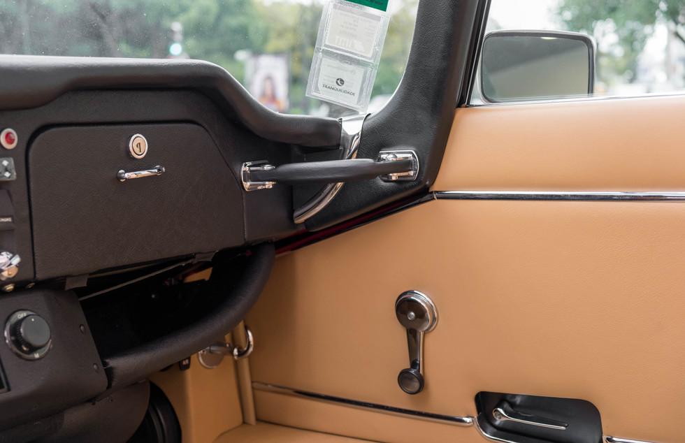 Jaguar E-Type V12 Cabrio Stand-3.jpg