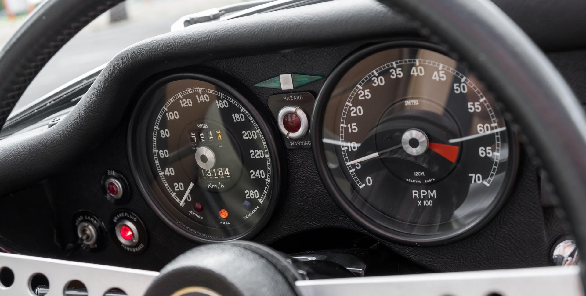 Jaguar E-Type V12 Cabrio Stand-10.jpg