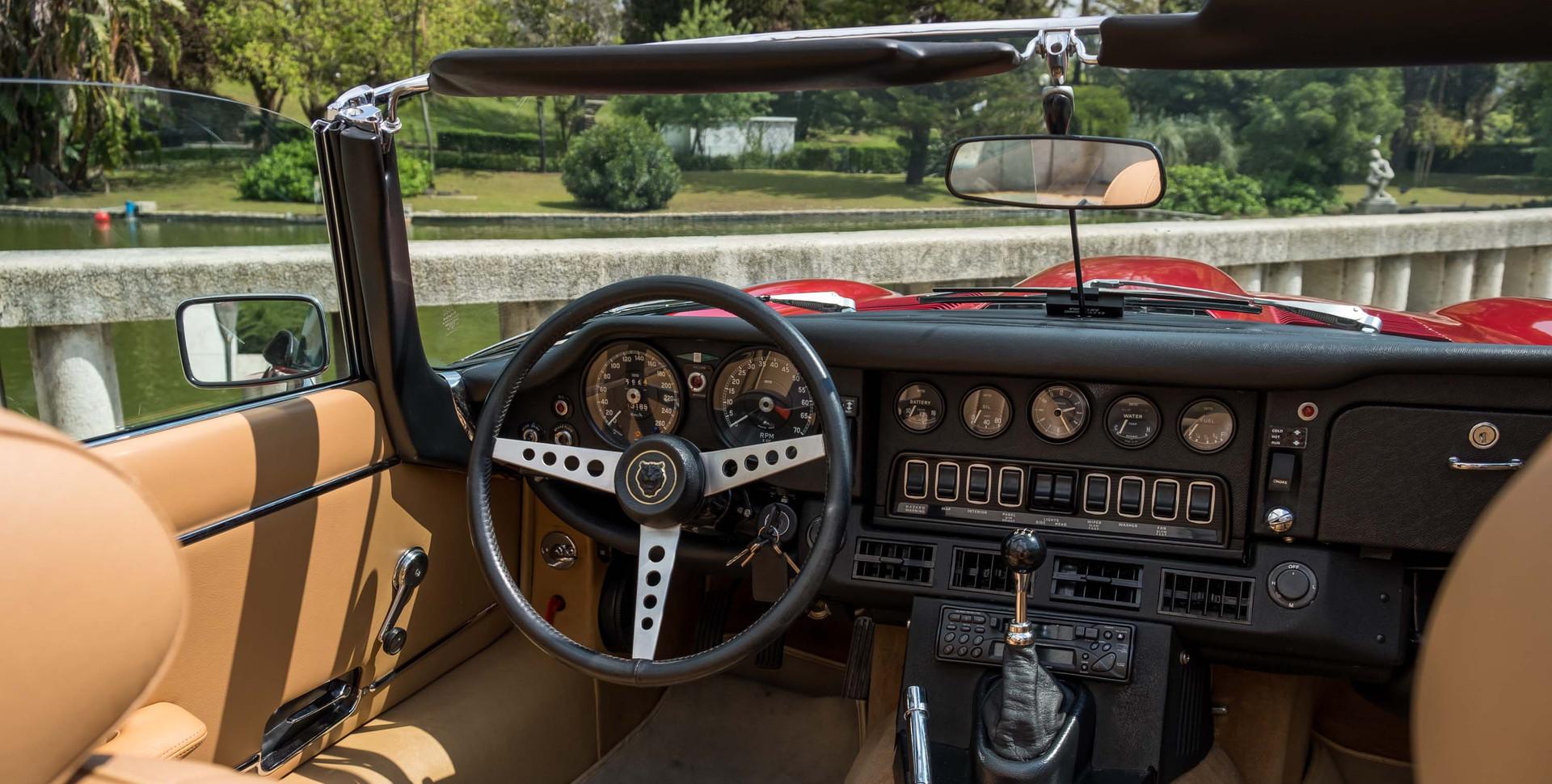 Jaguar E-Type V12 Cabrio Jardim-10.jpg