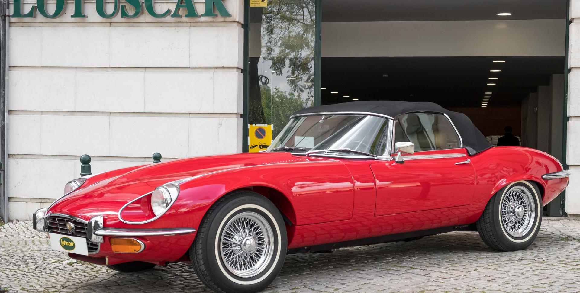 Jaguar E-Type V12 Cabrio Stand-20.jpg