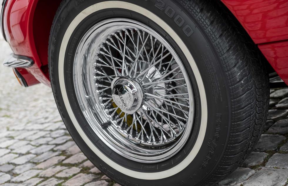 Jaguar E-Type V12 Cabrio Stand-26.jpg