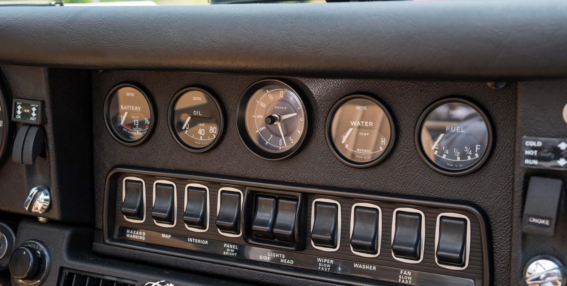 Jaguar E-Type V12 Cabrio Jardim-15.jpg