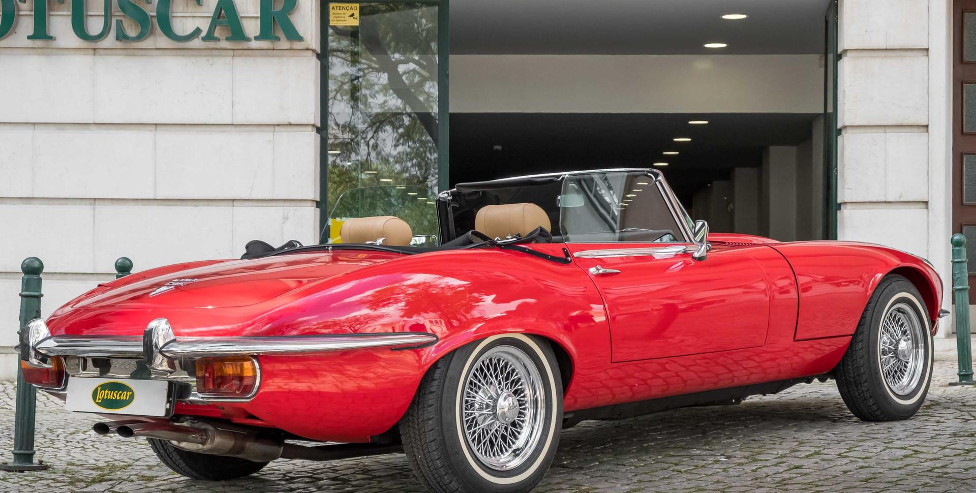 Jaguar E-Type V12 Cabrio Stand-25.jpg