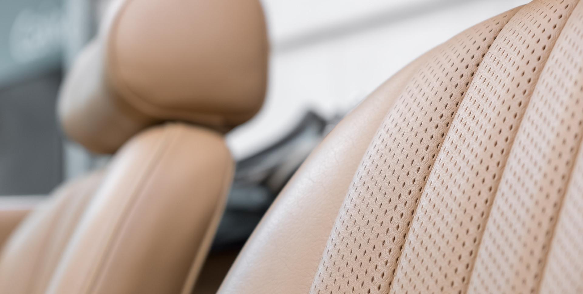 Jaguar E-Type V12 Cabrio Stand-5.jpg
