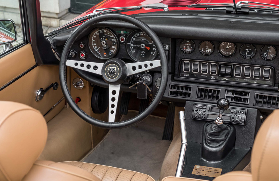 Jaguar E-Type V12 Cabrio Stand-24.jpg