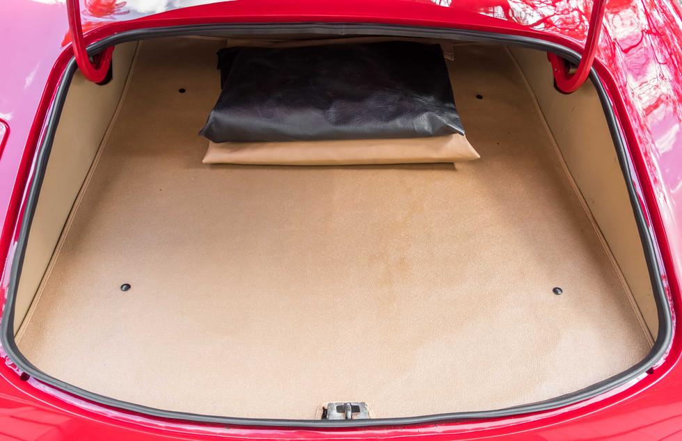 Jaguar E-Type V12 Cabrio Stand-13.jpg