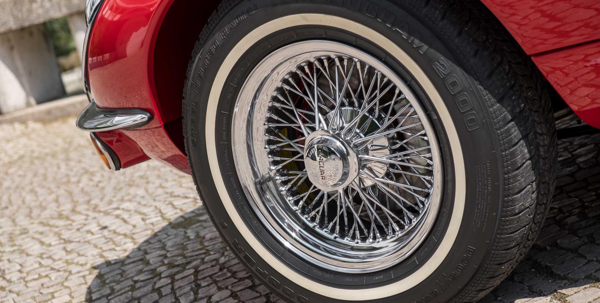 Jaguar E-Type V12 Cabrio Jardim-2.jpg
