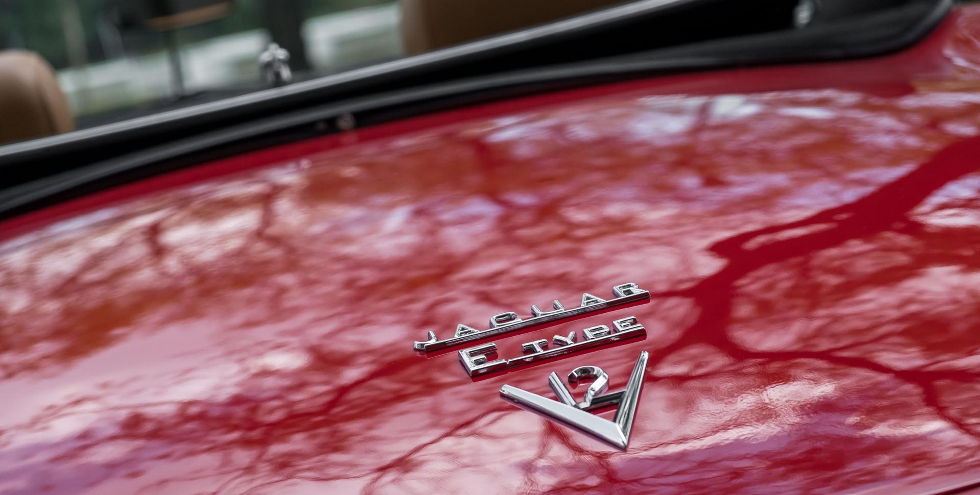 Jaguar E-Type V12 Cabrio Stand-18.jpg