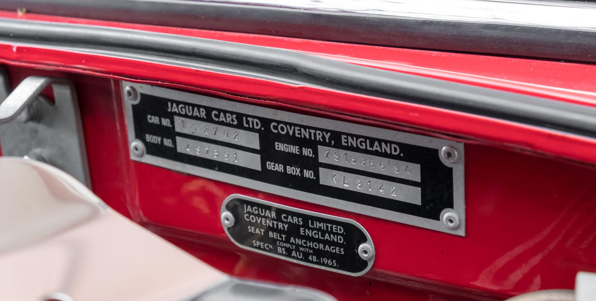 Jaguar E-Type V12 Cabrio Stand-12.jpg