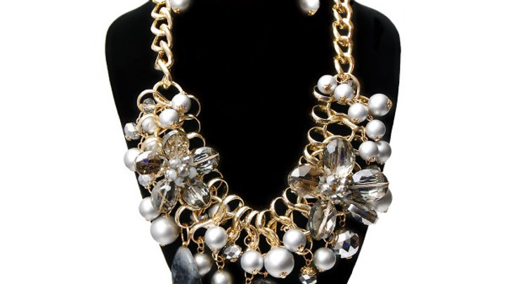 Beaded Pearl Set
