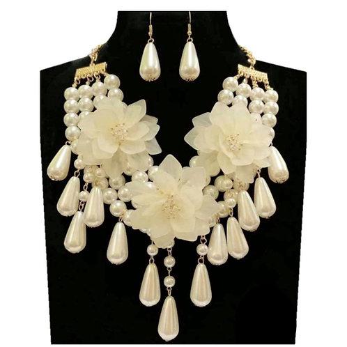 Teardrop Pearl Flower Necklace