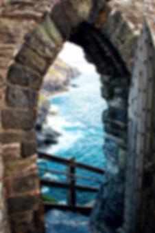 Open door in Merlin's Tintagel castle ru