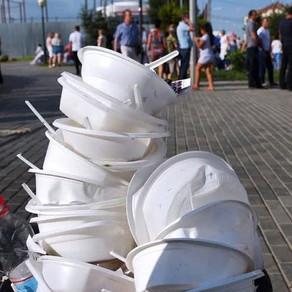 Абрамченко предложила запретить пластиковые трубочки и посуду