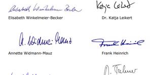 Unterschriften der Abegeordneten unter dem Papier zur Forderung eines Sexkaufverbots