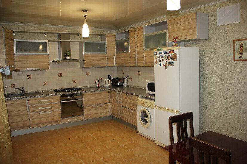 Двухэтажный дом с ремонтом и мебелью в Славянском микрорайоне.