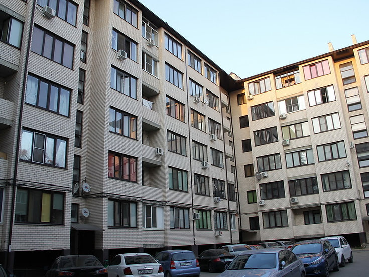 Двухкомнатная квартира на цокольном этаже на ул. Есенина