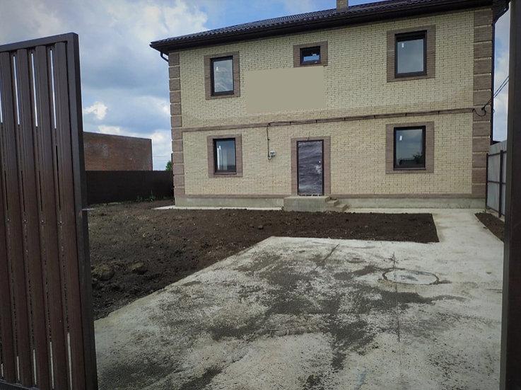 Двухэтажный дом в посёлке Северный города Краснодара