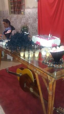 A mesa do bolo estava linda.