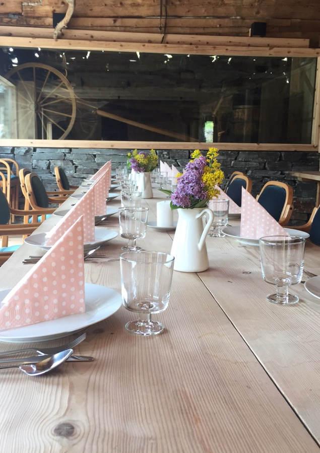 Dekka bord til sommarfest