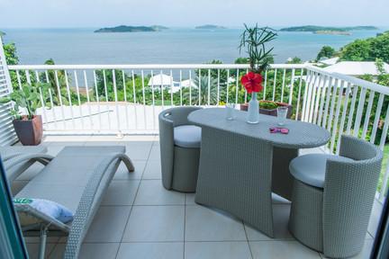Terrasse avec vue mer hôtel Martinique