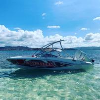 Bateau de Wakeboard et ski nautique au François Martinique
