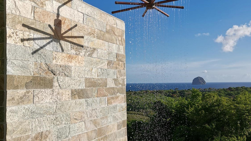 Piscine avec douche Le Diamant Martinique
