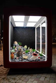 Des astres au printemps, Techniques mixtes, faïences émaillées Tinbox - L'agence créative, Bordeaux, 2021