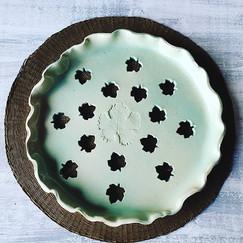 Plat de cuisson à tartes,31cm diam en grès blanc, émail céladon