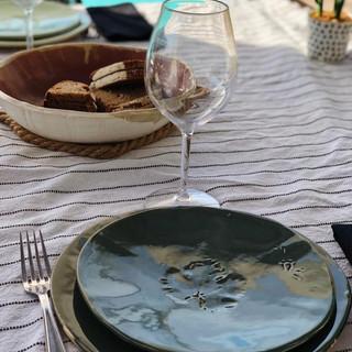 assiettes en grès blanc